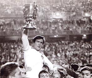 Roberto Gil con la Copa de España