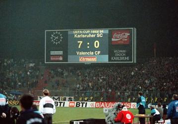 El Valencia vivió en Karlsruhe la mayor humillación de su historia en Europa al caer goleado por 7-0