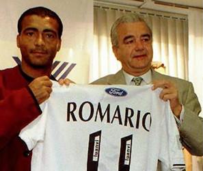 Romario y Paco Roig durante la presentación del astro brasileño